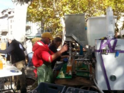 Pressage des fruits du verger à Castellane